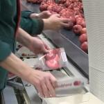 Bei Tobi Seeobst AG werden die ersten Redloves® verpackt