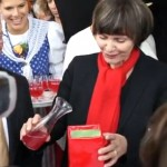 Bundespräsidentin Micheline Calmy-Rey tauft eine Redlove® Sorte